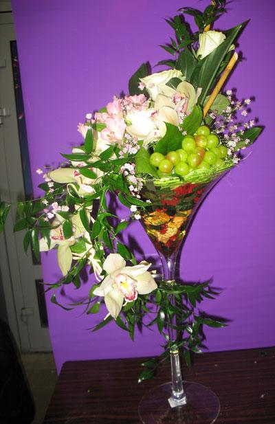 Цветочные композиции в бокале из живых цветов своими руками